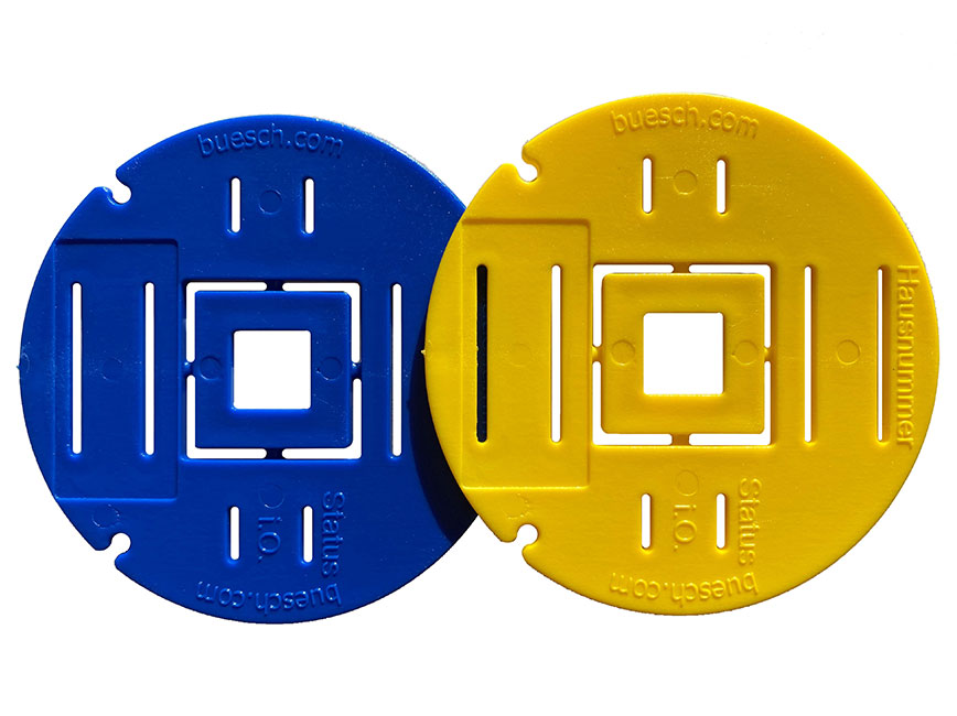 Blue and yellow discs to identify gas and water connections